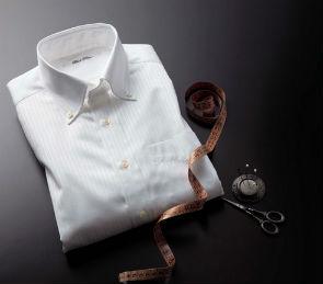 体のラインをカバーしてくれるワイシャツです