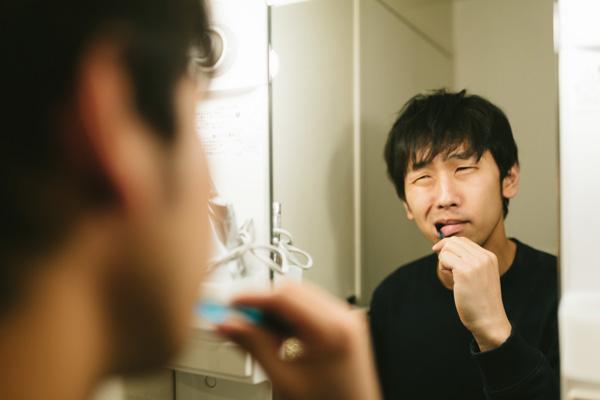 歯磨きする人