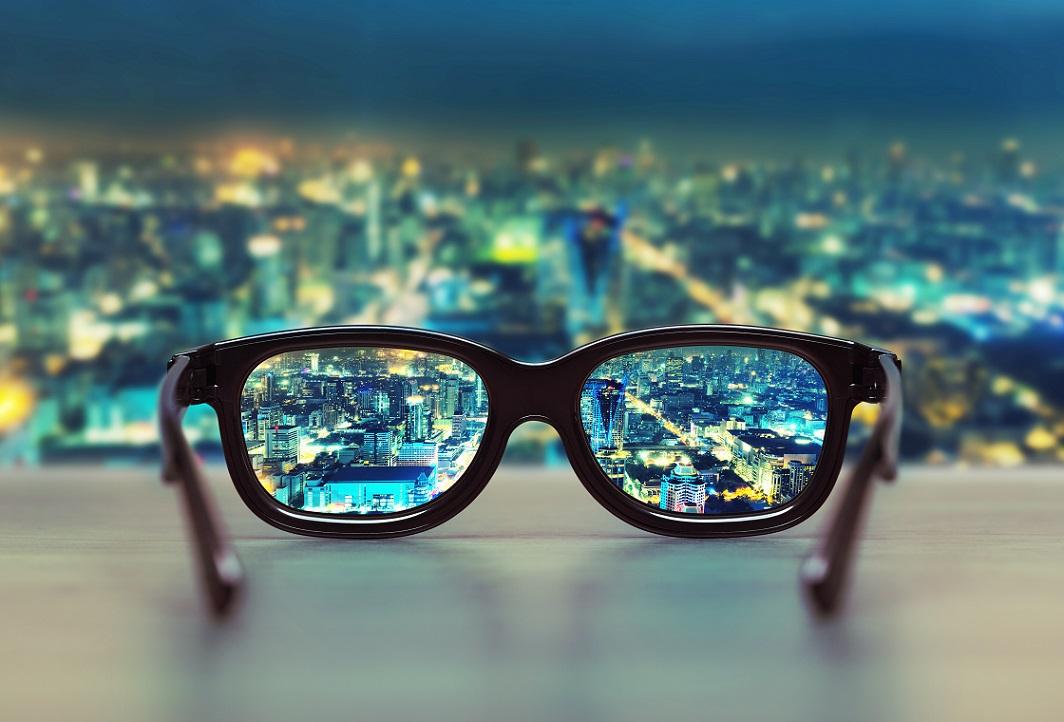 中距離メガネのマーケティング発想